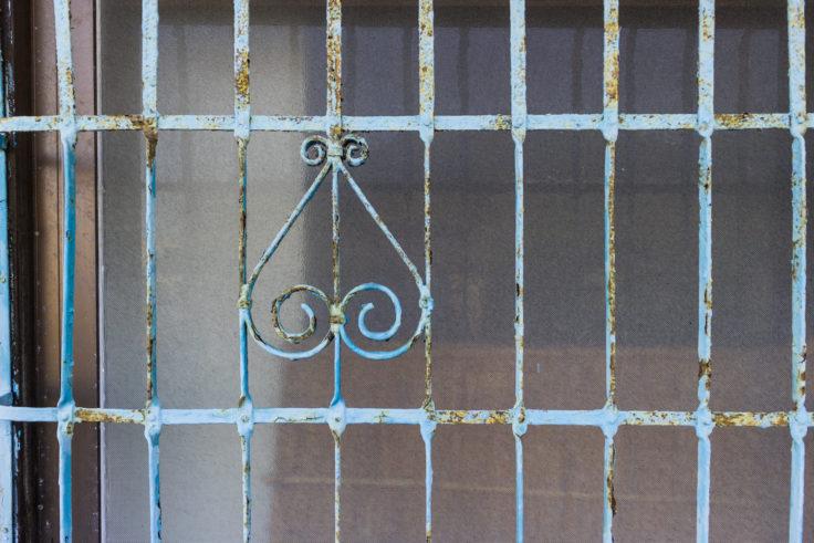 粟島の窓飾り