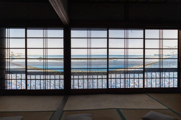 「過去と現在の山にのぼり、銀未来の海をながめる」鹿田義彦2階1