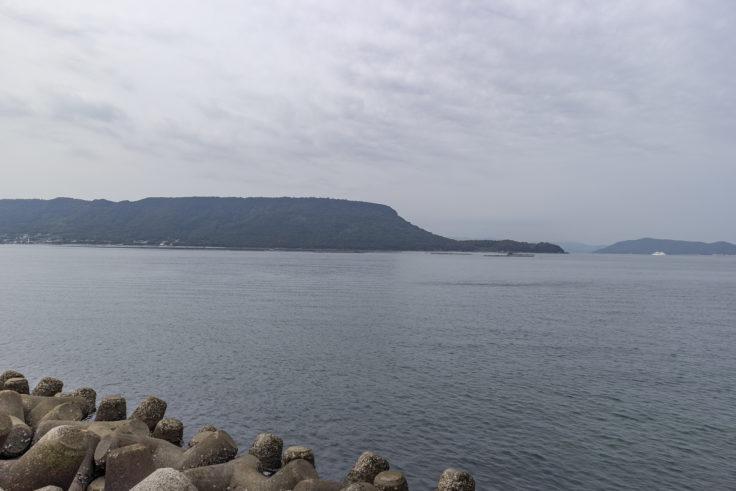 王の下沖防波堤から見た屋島