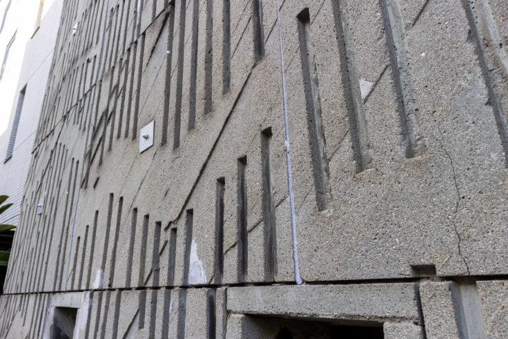 喫茶城の眼の壁