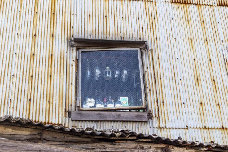 北浜アリーの黒船屋の窓