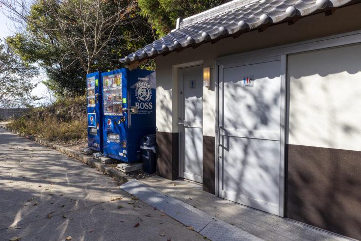 高屋神社本宮付近のトイレ・自動販売機