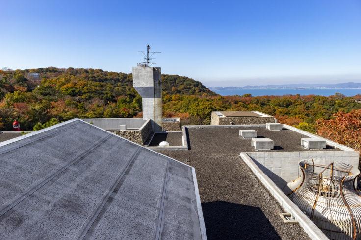 瀬戸内海歴史民俗博物館屋上展望台から見た建築