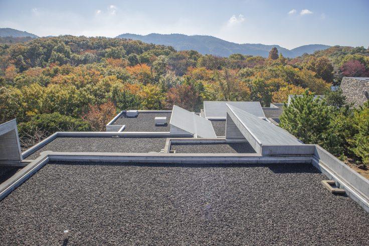 瀬戸内海歴史民俗博物館屋上展望台から見た建築3