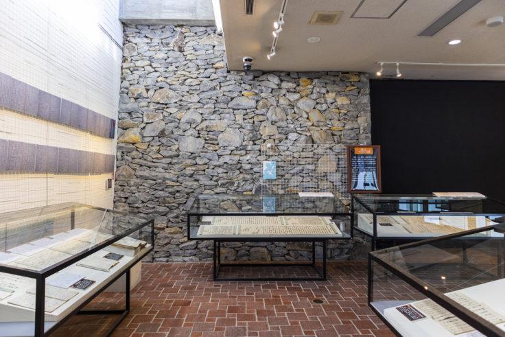 瀬戸内海歴史民俗博物館内部の石垣