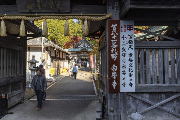 白峯寺の門