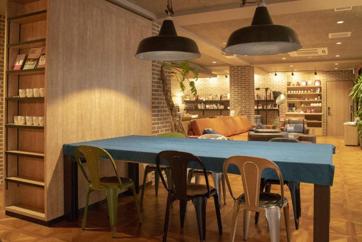 サクラテラス・ザ・アトリエのお洒落なテーブル