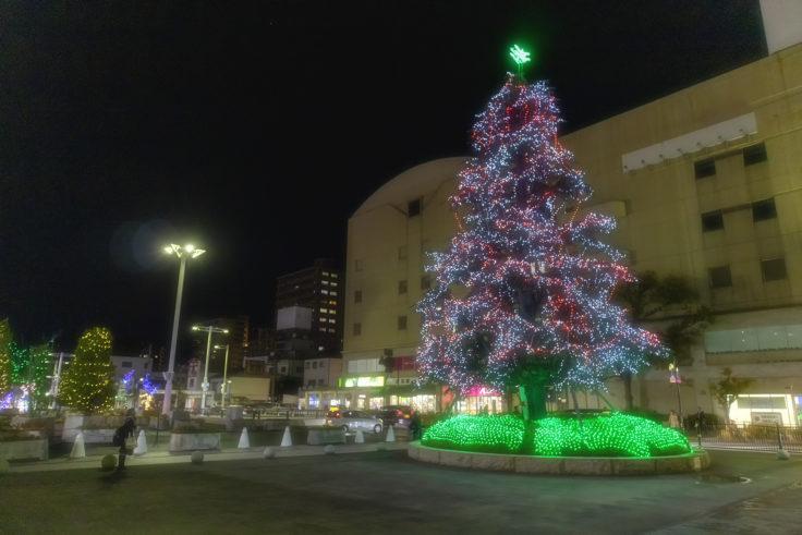 坂出井市民広場のクリスマスツリー