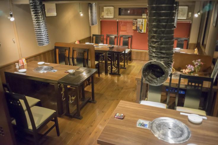 韓国料理双六の椅子席