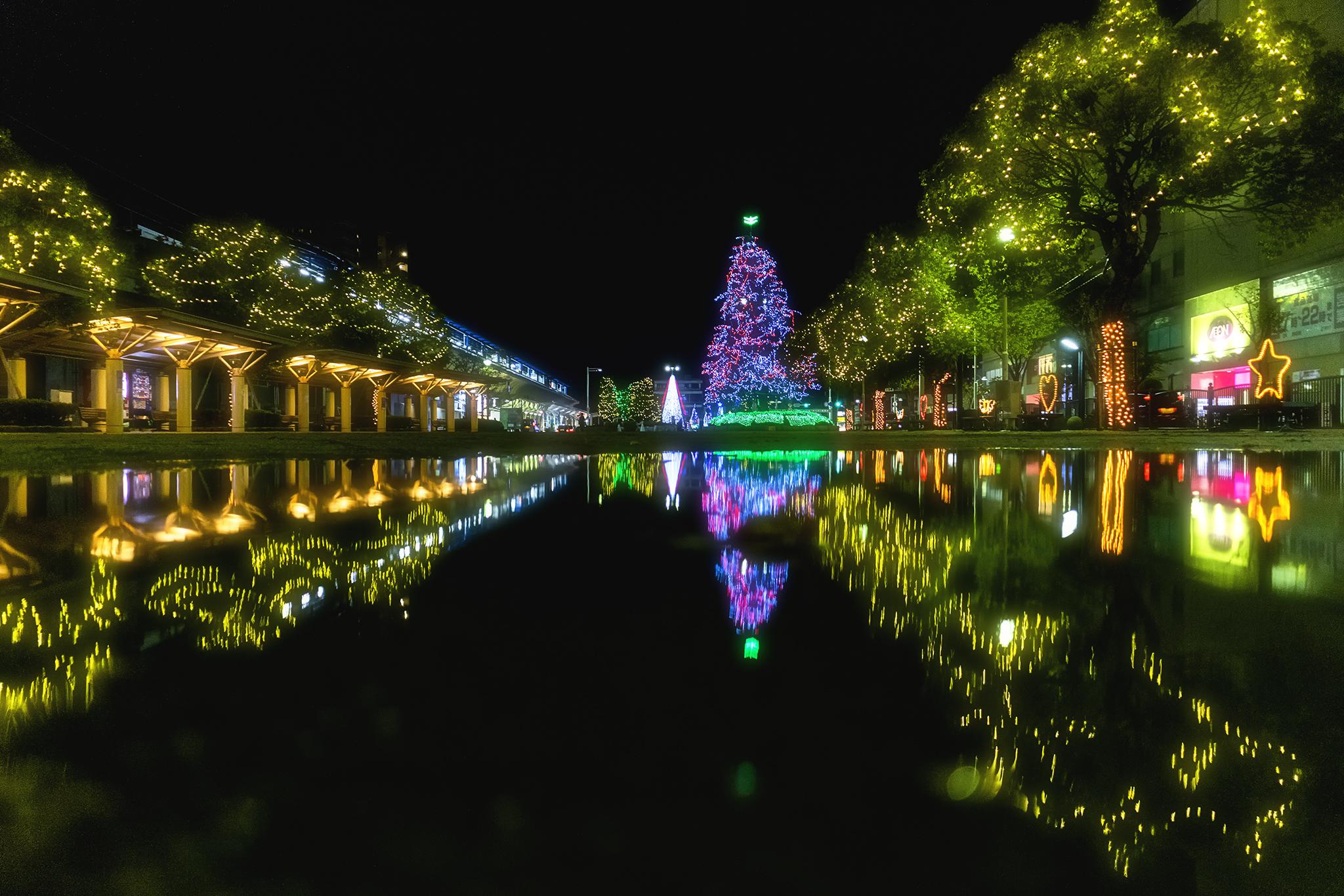 坂出市民広場の超巨大クリスマスツリー2019
