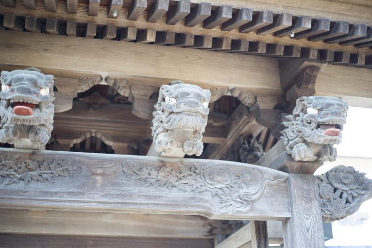 世尊院圓通寺の門内側