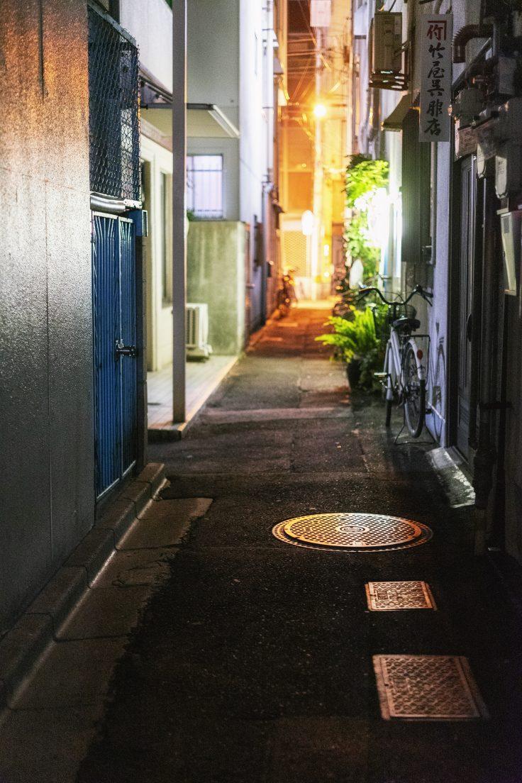 光るマンホール