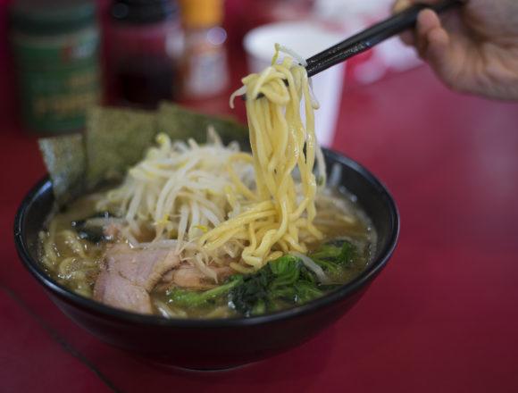 横浜家系ラーメン高松家のラーメン太麺