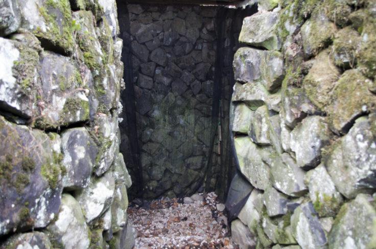 高鉢山の風穴内部